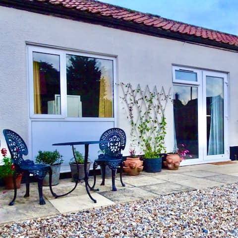 Cosy Cottage Escape in Countryside Market Town