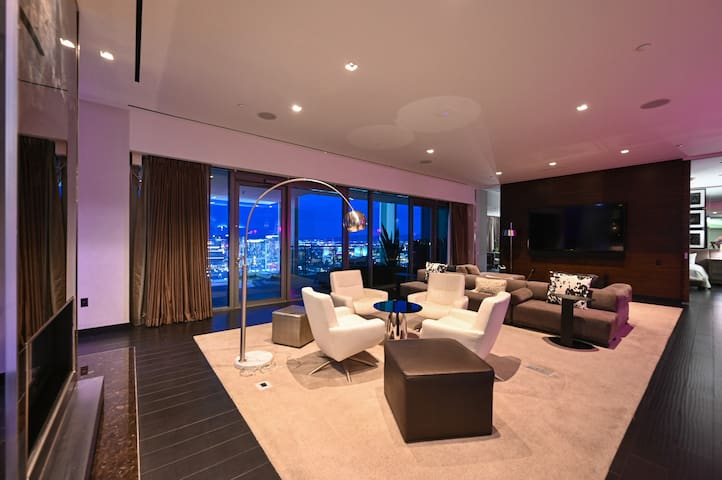 Living Room: Large space to spend time together. Enjoy the beautiful view