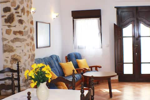 Townhouse in the heart of Jalon.