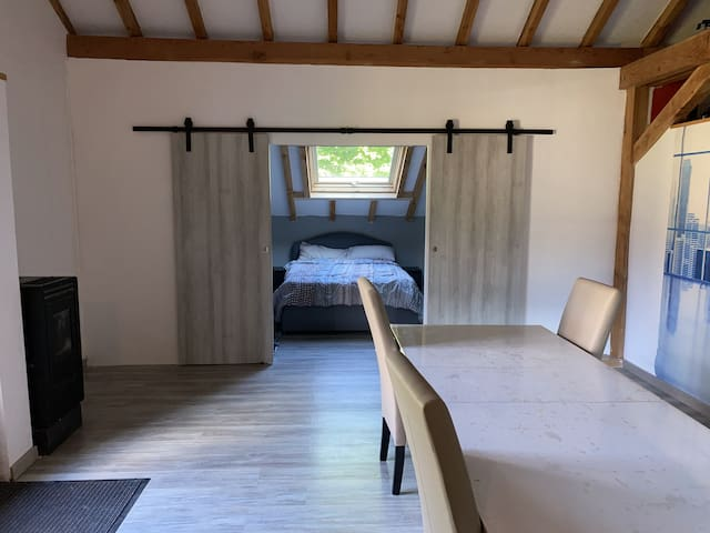 La chambre, avec porte refermable.