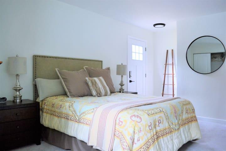 Main level primary bedroom with en-suite.