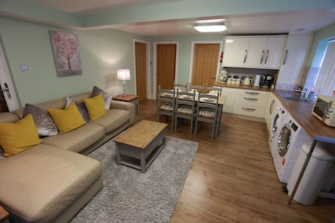Entire 2-bedroom integrated bungalow-Free parking