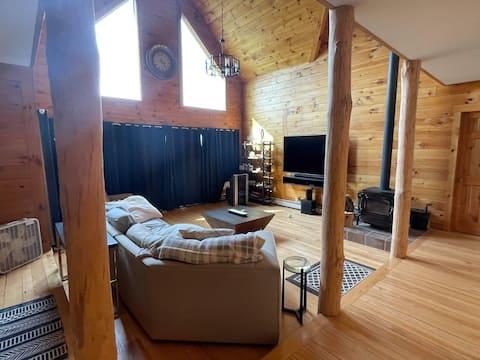 Log Home - Rare Mountain Views, Private/Spacious