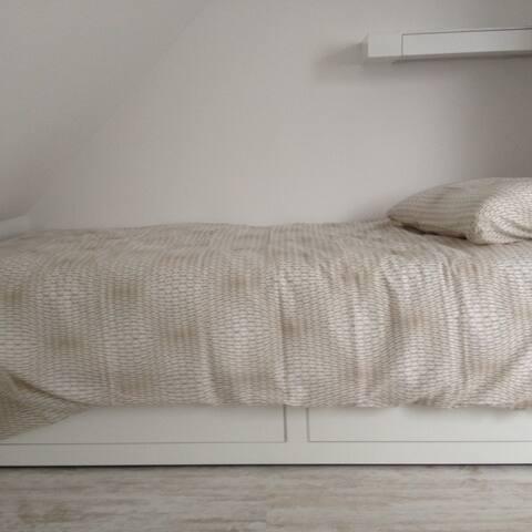 chambre à coucher lit