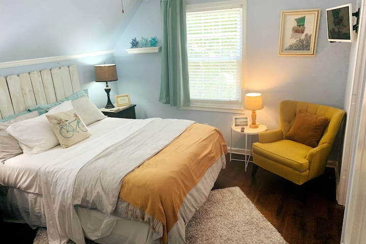 Private guest room with queen sized bed and walk in closet. Ceiling fan, Central Ac, Mounted TV with Hulu Live and Roku.