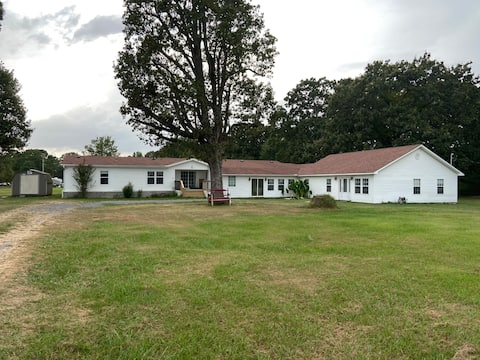 Charming 1-bedroom country home w/on-site parking