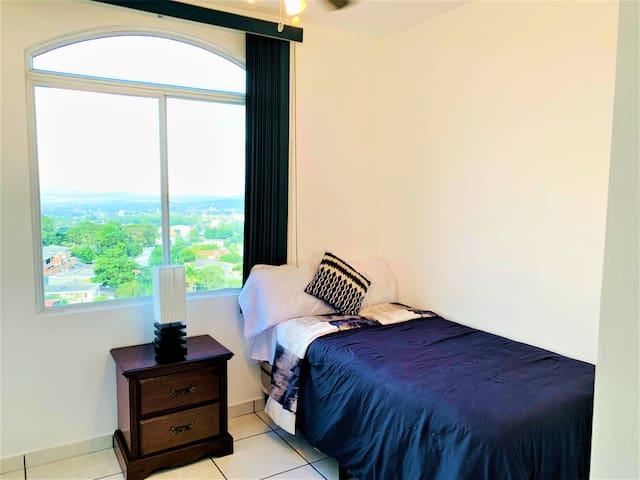 Habitación numero 3 con vista y ventilación artificial.