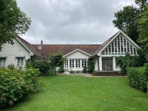 Fint hus med idyll på landet