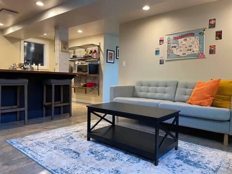 Restful, stylish guest suite