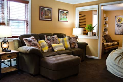 The Comfy Nest-In the Center of it all  Sleeps 2-6