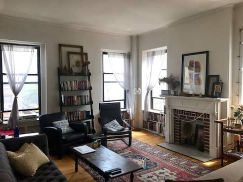 Large Room in Spacious Apartment near Central Park