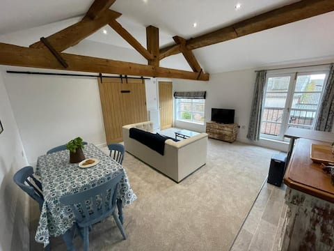 Beautifully Appointed 2-Bedroom Apartment
