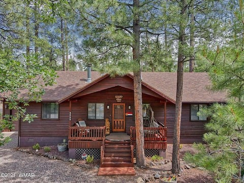 FAMILY & PET FRIENDLY CABIN IN THE PINES 3BR 2BA