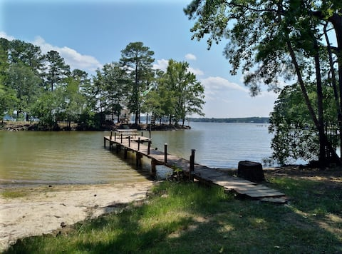 Lake Wateree Getaway Guesthouse for Two