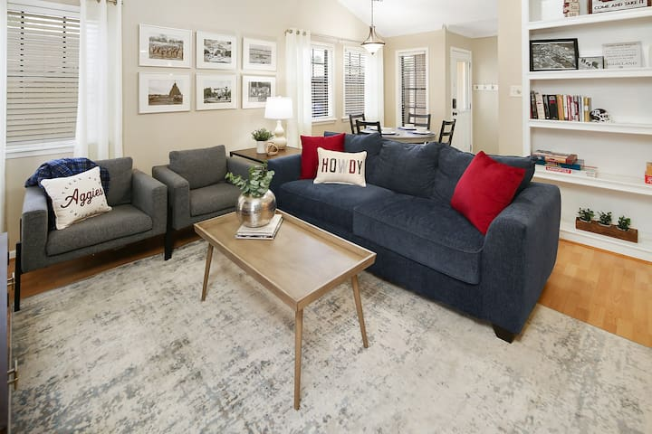 Comfortable seating for 6, surrounded by historical Texas A&M photographs and thoughtful design.  Natural light makes this a great place to gather.   The sofa has a pull-out bed with a very comfortable, queen-sized memory foam mattress.