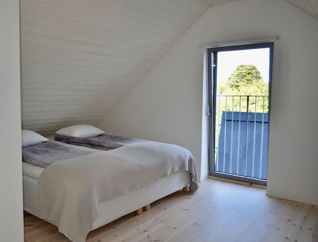 Vilsamt sovrum på övre plan