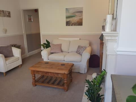 1 bed eco garden flat & parking, central Bristol