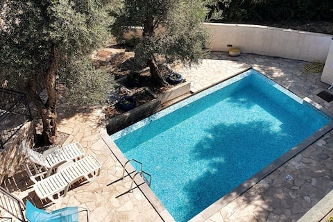 Charming views 2 bedrooms apartment, FREE PARKING