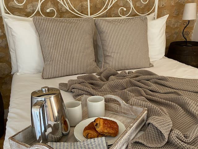 Breakfast in bed in Acanthus the double room in the Maison d'Amis.