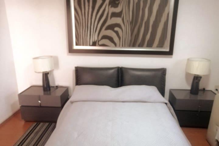 Disfruta de un merecido descanso, en el confort y buen gusto de esta habitación