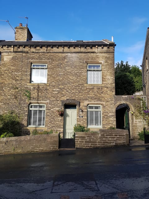 Entire cottage in the village of Luddenden
