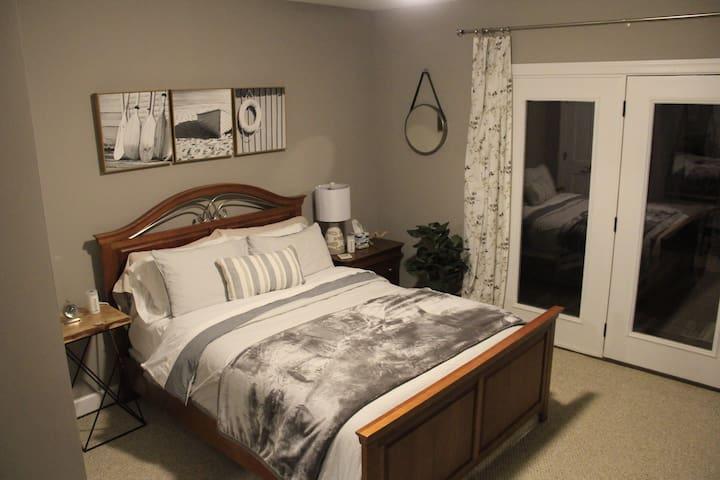 Queen Bedroom (1 Fish)