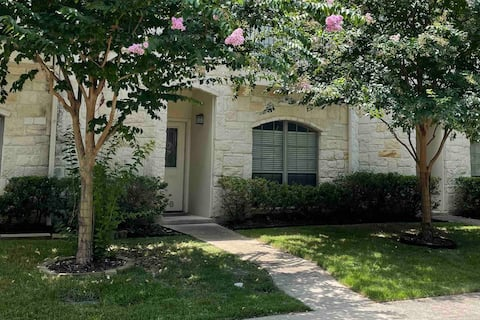 Heart of Boerne Townhome, 4 min walk to Main St