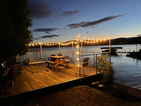 Accogliente cottage con due camere da letto con accesso al lago