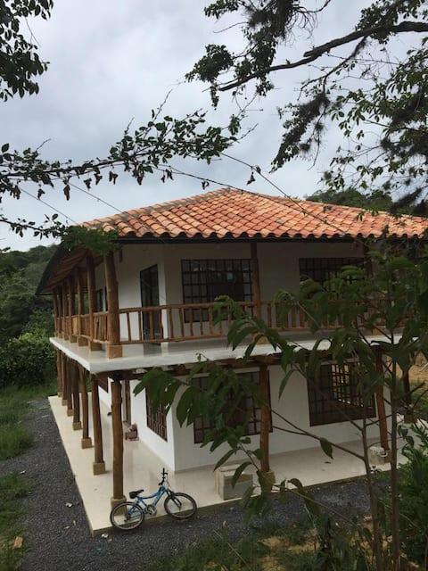 Fabulosa casa de campo con piscina en Barichara