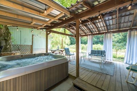 New Listing! Hot Tub/Arcade! Near DollyWood!