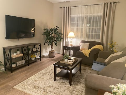 Peaceful 2-bedroom apartment with free parking