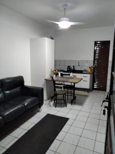 Apartamento prático, boa localização, com garagem