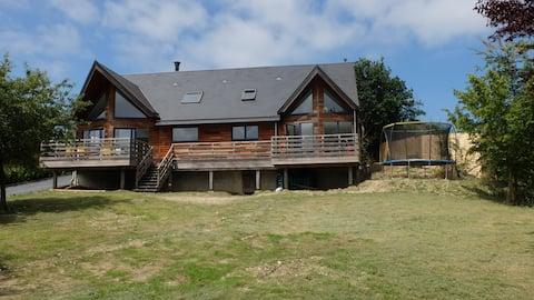 Spacieuse et Lumineuse maison en bois sur 1500 m2