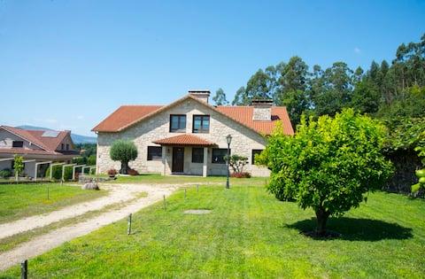 Welcome Villa Briallos. Casa con jardín y barbacoa