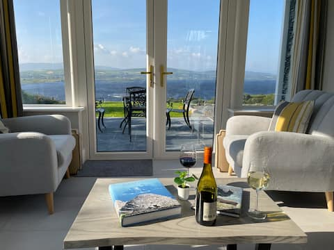 Lakeside Cottage with stunning views in Waterville