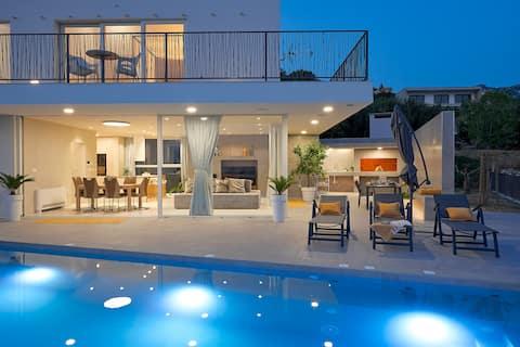 Design Villa Clavis-Brand new villa with a view