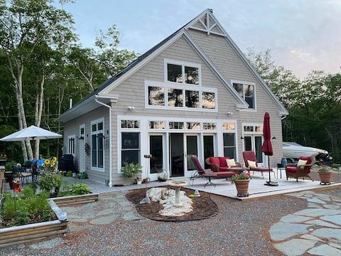 Eagle Point: Lakefront Home Near Acadia Nat'l Park