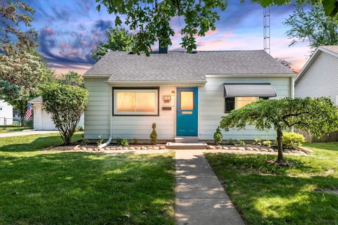 Downtown Perrysburg Bungalow w/ addtl living space