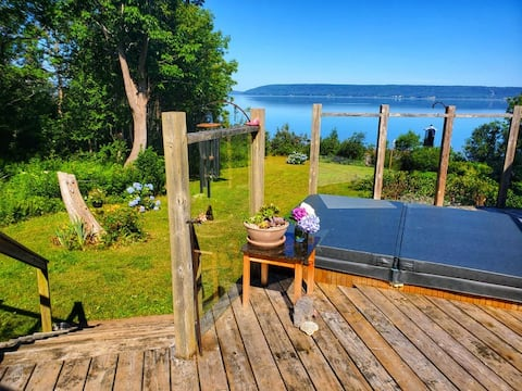 Cheerful 3 Bedroom Ocean Front Home with Hot Tub