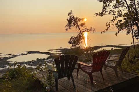 Lakefront cozy cottage sleeps 6