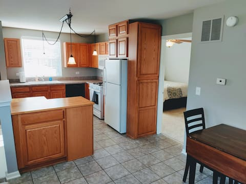 1 Bed w/ Full Kitchen A Mile From Downton Oswego