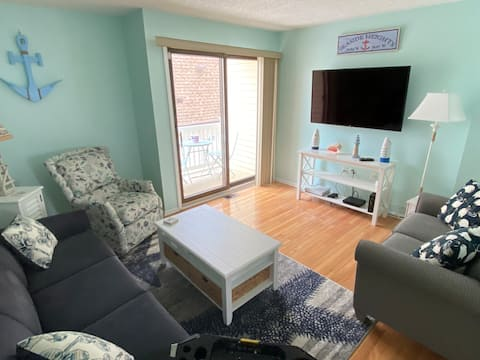 Cozy 3 bedroom townhouse only 2 blocks from beach!