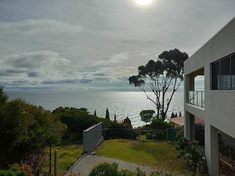 Beautifully presented 2 bedroom coastal home