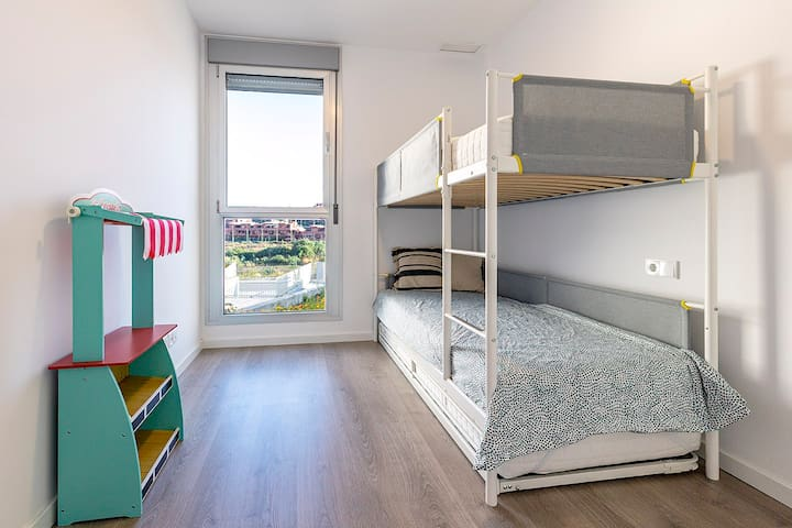 Bunk bed for 3 children. Extra bed is under the bottom bed. Matrasses are 90x200 cm.