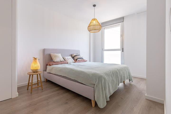Master bedroom with en-suite bathroom and 2 big built-in wardrobe.