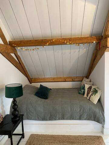 Bedroom 3 upstairs with double bed (140 x 200 cm)