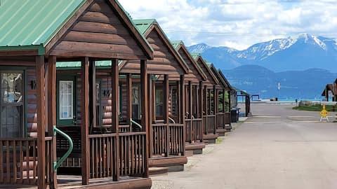 Cozy Lakeside Cabin w/ VIEWS | 10mi to Blacktail