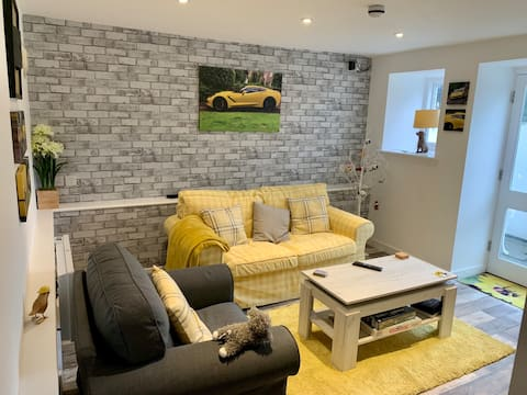 Lovely 1 bed flat in beautiful converted house