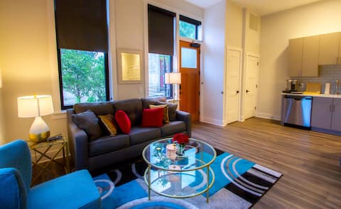 Heart of Downtown*King Bed*Parking*Smart TV*W/D