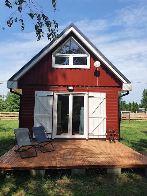 Czerwony Domek z kominkiem, las, jezioro Seksty
